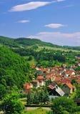 Idyllisch dorp in het thuringian bos royalty-vrije stock foto