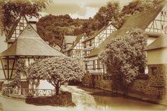 Idyllisch Dorp van Monreal, Eifel, Duitsland royalty-vrije stock afbeeldingen