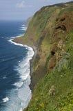 Idyllisch landschap met oceaan, branding, bergen Royalty-vrije Stock Foto's