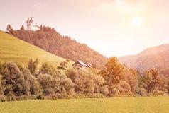 Idyllisch platteland. Landelijke scène met kerk Royalty-vrije Stock Afbeeldingen