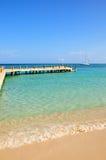 Idyllisch tropisch strand Royalty-vrije Stock Afbeeldingen