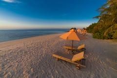 Idyllisch tropisch strandlandschap voor achtergrond of behang Ontwerp van toerisme voor het concept van de de vakantiebestemming  Royalty-vrije Stock Fotografie