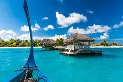 Idyllisch tropisch strandlandschap voor achtergrond of behang Ontwerp van toerisme voor het concept van de de vakantiebestemming  Stock Afbeelding