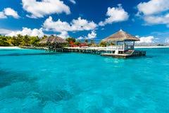 Idyllisch tropisch strandlandschap voor achtergrond of behang Ontwerp van toerisme voor het concept van de de vakantiebestemming  Royalty-vrije Stock Afbeelding