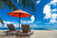 Idyllisch tropisch strandlandschap voor achtergrond of behang Ontwerp van toerisme voor het concept van de de vakantiebestemming  Stock Fotografie