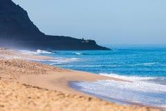 Idyllisch wild strand in zomer in Portugal royalty-vrije stock afbeeldingen