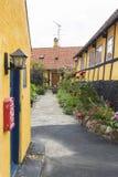 Idyllische binnenplaats Gudhjem Denemarken Royalty-vrije Stock Foto's
