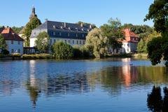 Idyllische Burgbebauung AM Wasser Στοκ εικόνες με δικαίωμα ελεύθερης χρήσης