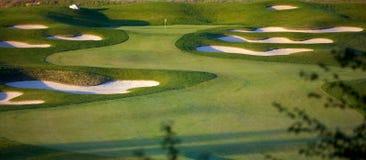 Idyllische Golfplatz-Loch-Szene Stockfotografie