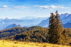 Idyllische Herbstlandschaft in den Alpen Lizenzfreies Stockfoto