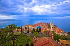 Idyllische Küstenstadt von Piran auf adriatisches Seeluftküstenlinie V Stockfoto