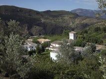 Idyllische kerk in één van de witte dorpen van Andalusia Stock Afbeeldingen
