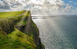 Idyllische mening bij de Klippen van Moher, Provincie Clare, Ierland stock afbeelding