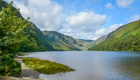 Idyllische mening in Glendalough-Vallei, Provincie Wicklow, Ierland royalty-vrije stock foto