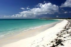 Idyllische tropische strandscène Royalty-vrije Stock Foto's