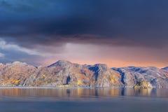 Idyllische zonsondergang bij Noordpooloceaan Royalty-vrije Stock Foto