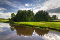 Idyllischer Golfplatz Stockfotos