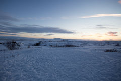 Idyllischer Schnee umfasste Landschaft Lizenzfreie Stockfotos