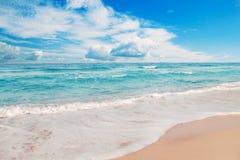 Idyllischer Strand lizenzfreies stockbild