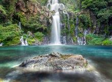 Idyllischer Wasserfall Stockfoto