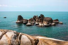 Idyllisches blaues Meer und Küstenlinie Eingelassener Koh Samui, Thailand Stockbild