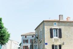 Idyllisches Dorf in der europäischen Landschaft Lizenzfreie Stockfotos