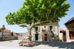 Idyllisches Quadrat in der französischen Provence Lizenzfreies Stockbild