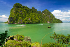 Idyllisk ö av den Phang Nga nationalparken Arkivfoto