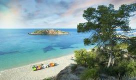 Idyllisk medelhavs- strandsoluppgång Arkivbild