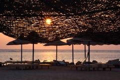idyllisk over solnedgång för strand Royaltyfri Bild