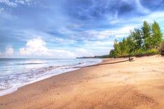 Idyllisk strand av det Andaman havet i Koh Kho Khao Arkivbilder