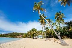 Idyllisk strand på karibiskt Royaltyfri Foto