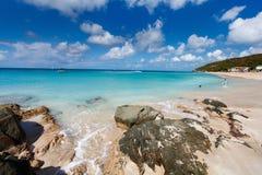 Idyllisk strand på karibiskt Arkivfoton
