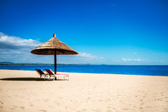 Idyllisk strandsemesterort fotografering för bildbyråer