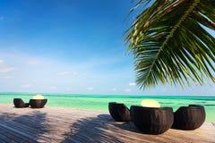 Idyllisk tropisk strand på Maldiverna Arkivbild