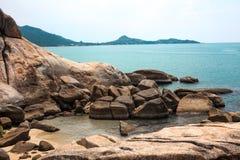 Idylliskt blått hav och kustlinje Taget i Koh Samui, Thailand royaltyfria bilder