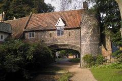 idylliskt forntida engelskt hus arkivfoto