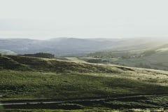Idylliskt landskap av den maximala områdesnationalparken, Derbyshire, UK royaltyfria bilder