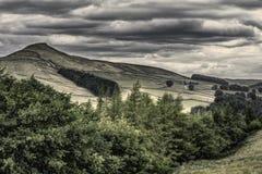 Idylliskt landskap av den maximala områdesnationalparken, Derbyshire, UK royaltyfri fotografi