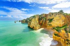 Idylliskt strandlandskap på Lagos, (Portugal) Fotografering för Bildbyråer