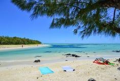 Idylliskt tropiskt havs- och turkosvatten Arkivfoton
