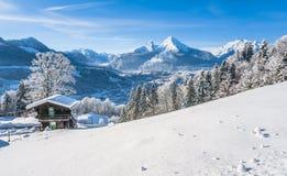 Idylliskt vinterlandskap i de bayerska fjällängarna, Berchtesgaden, Tyskland arkivbilder