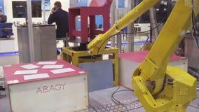 Iekaterinbourg, Russie - juillet 2018 : Robot manipulateur Présentation de bras robotique à l'exposition photo libre de droits