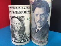Iene japonês e dólares americanos Fotos de Stock Royalty Free