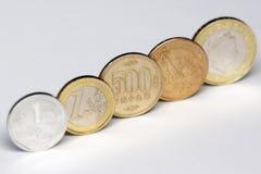 500 ienes, moeda da moeda de japão e outras moedas do mundo Fotografia de Stock Royalty Free