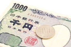 1100 ienes, taxa de imposto de 10% na moeda japonesa Fotografia de Stock Royalty Free
