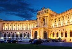 Ienna Hofburg imperialistisk slott på natten Royaltyfri Fotografi