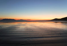 Iers strand bij zonsondergang Royalty-vrije Stock Afbeelding
