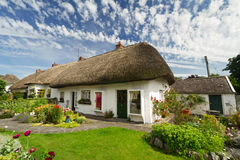 Iers traditioneel plattelandshuisjehuis Stock Foto