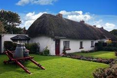 Iers traditioneel plattelandshuisjehuis van Adare Royalty-vrije Stock Foto